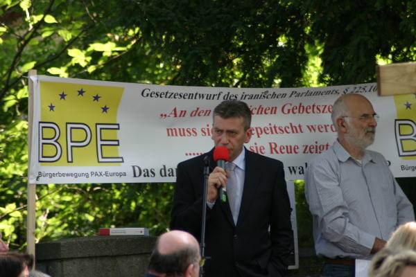 Der neue Vorsitzende der BPE, Rene Stadtkewitz, hier im September 2010 bei einer Kundgebung in Berlin-??