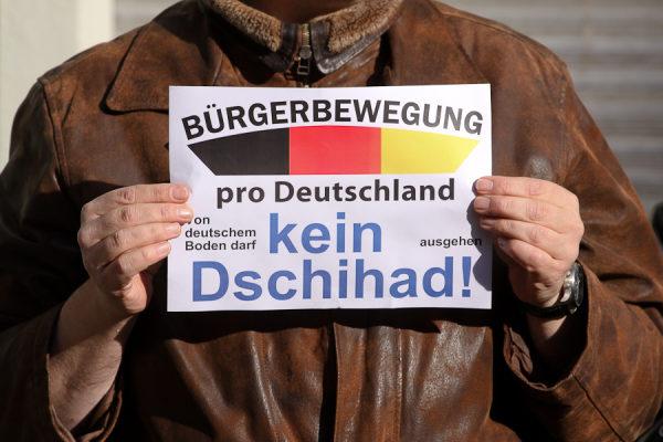 Pro-Deutschland Mahnwache in Berlin-Neukölln