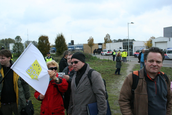 """Michael Mannheimer und eine Flagge der """"Bürgerbewegung Pax Europa"""" in Amsterdam"""