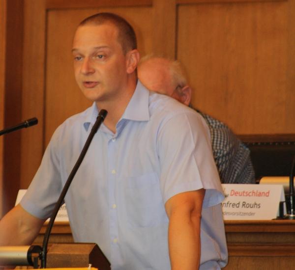 """Bart Debie im Jahr 2010 auf dem Bundesparteitag der """"Bürgerbewegung pro Deutschland"""" in Berlin"""