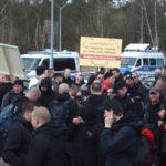 Neonazis vor der JVA in Brandenburg an der Havel