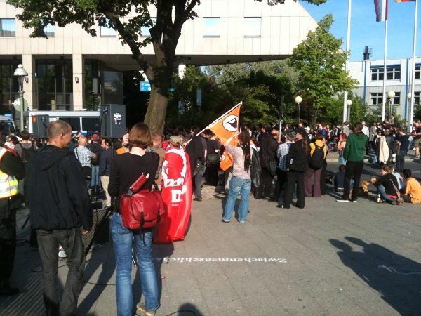 Proteste vor dem Hotel Estrel in Neukölln gegen Thilo Sarrazin