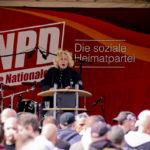 Manuela Tönhardt als Rednerin auf einer NPD-Veranstaltung 2010 in Berlin