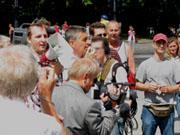 """Am 17. Juni 2007 sprach Jo Conrad auf einer Kundgebung von """"Reichsbürgern"""" am Brandenburger Tor."""
