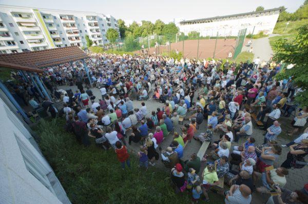 Irkçı vatandaşların doldurduğu bir bilgilendirme toplantısından- 9 Temmuz 2013, Hellersdorf-BERLİN (c) Christian Ditsch/version-foto.de