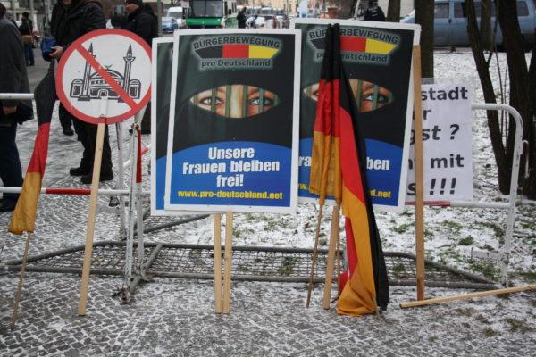 Pro Deutschland demonstrierte ohne Außenwirkung am 18. März im Wedding. (c) apabiz