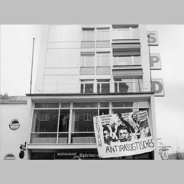 Am 1. Februar 1992 besetzten Aktivist_innen die SPD-Zentrale in der Müllerstraße, um ein Gespräch mit dem Berliner Senat zu erzwingen.