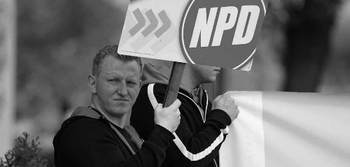 NPD-Kandidat Dave Trick bei einer Kundgebung in Gransee. Trick wurde im Wahlkampf gewalttätig; jetzt ist er im Stadtrat Neuruppin. (c) Presseservice Rathenow
