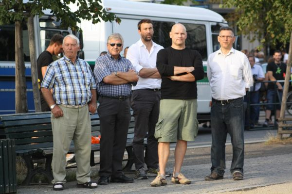 Die Redner und NPD-Kader Udo Voigt (2.v.l.). Thomas Wulff (2.v.r.) und Josef Graf (r.) bei der Kundgebung am 1. August. (c) apabiz