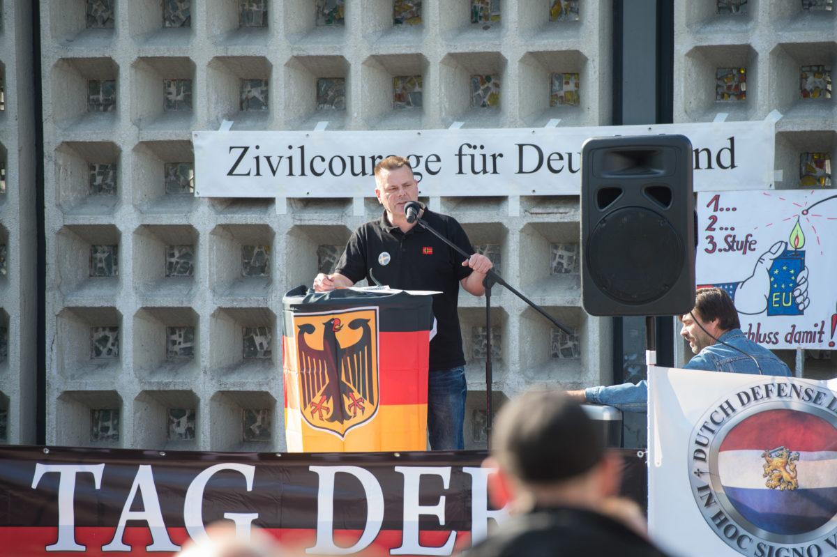 """Olaf Reihmund bei der Auftaktrede des """"Tag der Patrioten"""" (c) Christian-Ditsch.de"""