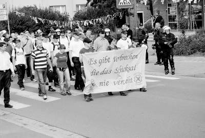 "Neonazi-Frauenorganisation ""Düütsche Deerns"" am 14. August 2010 beim ""Trauermarsch"" in Bad Nenndorf (c) apabiz"
