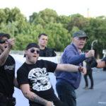 Nazi-Hools (mit Unterstützung) bedrohen Gegendemonstrant_innen beim Bärgida-Aufmarsch am 15. Juni 2015. (c) apabiz