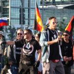 """Heribert Eisenhardt am als Ordner und """"Begleiter"""" der aggressiven Nazi-Hools 15. Juni 2015. (c) apabiz"""