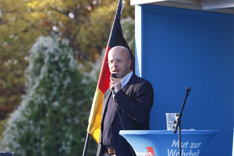 Andreas Kalbitz (MdL Brandenburg) bei seiner Rede vor der CDU-Zentrale am 24. Oktober 2015. © apabiz