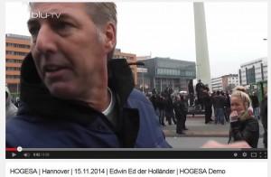 Wagensveld steht den Medien Rede und Antwort bei der HoGeSa-Demonstration am 15. November 2014 in Hannover.