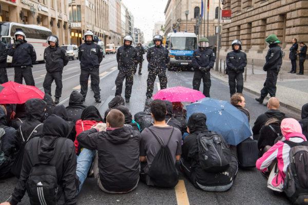 Blockade gegen die Demonstration der Identitären am 17. Juni (c) Christian Ditsch