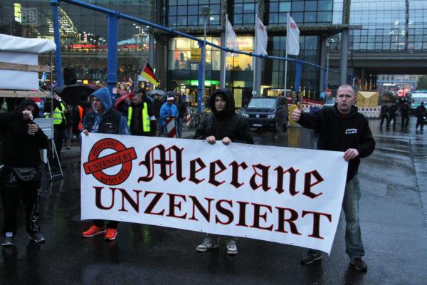 """Meerane unzensiert"". Teilnehmer der ""Merkel muss weg""-Demonstration. (c) Kilian Behrens / apabiz"